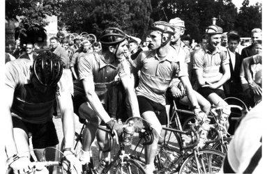 50-talscyklister i startfålla