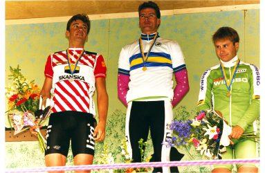 Topp tre står på pallen i en cykeltävling